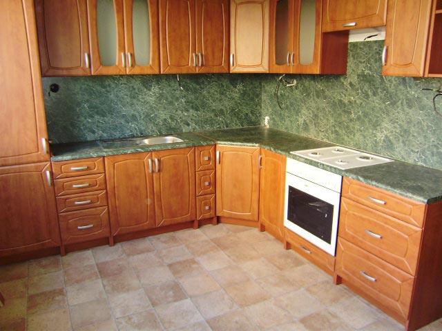 Vestavná rohová kuchyně Patera olše