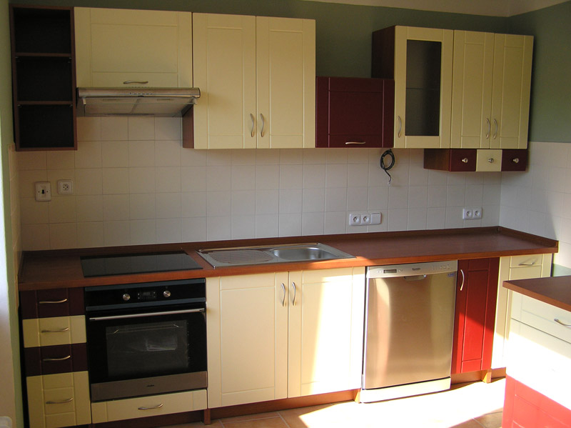 Kuchyně s ostrůvkem Ramiak vanilka - červená