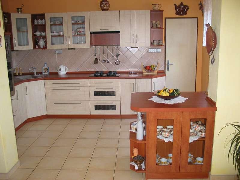 Rohová kuchyně s ostrůvkem Wybrano 330 cm
