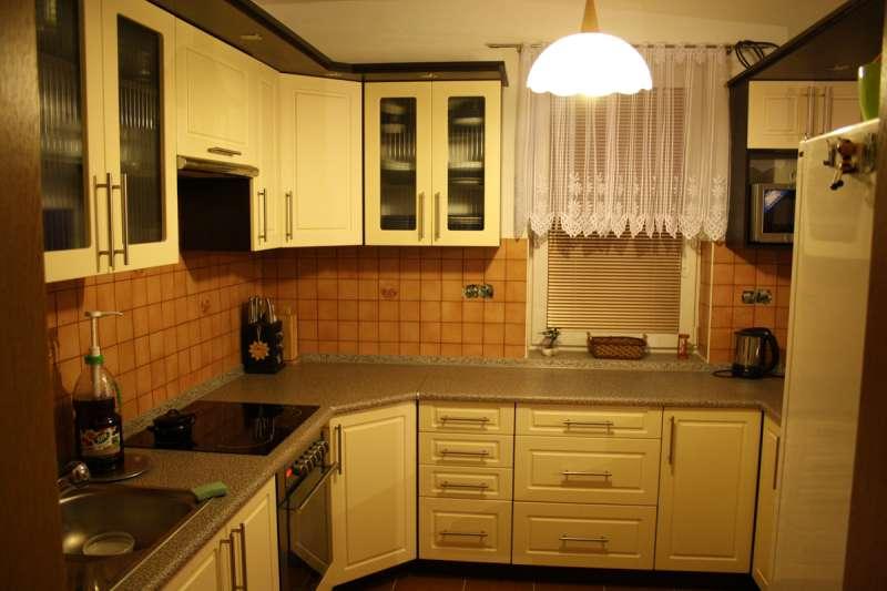 Realizovaná rohová kuchyně do U Kvadrát