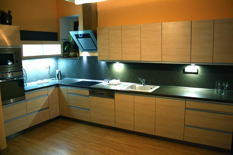 Moderní rohová kuchyně Formát baige