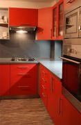 Červená rohová kuchyně Formát