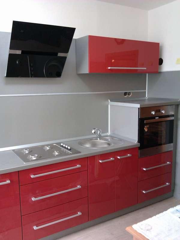 Realizovaná moderní kuchyně Bonita vysoký lesk