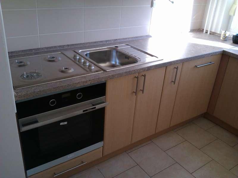 Realizovaná rohová paneláková kuchyň Mydelko