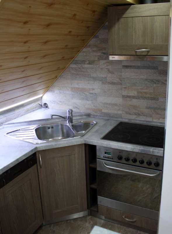 Půdní rohová kuchyně coffee urban / rovere truffle