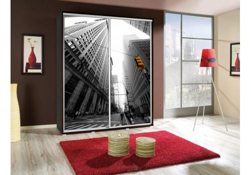 Šatní skříň s posuvnými dveřmi a obrázkem P - Město