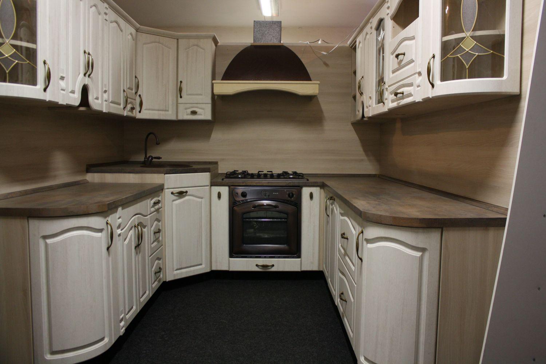 Rustikální kuchyně ve tvaru U - výprodej.
