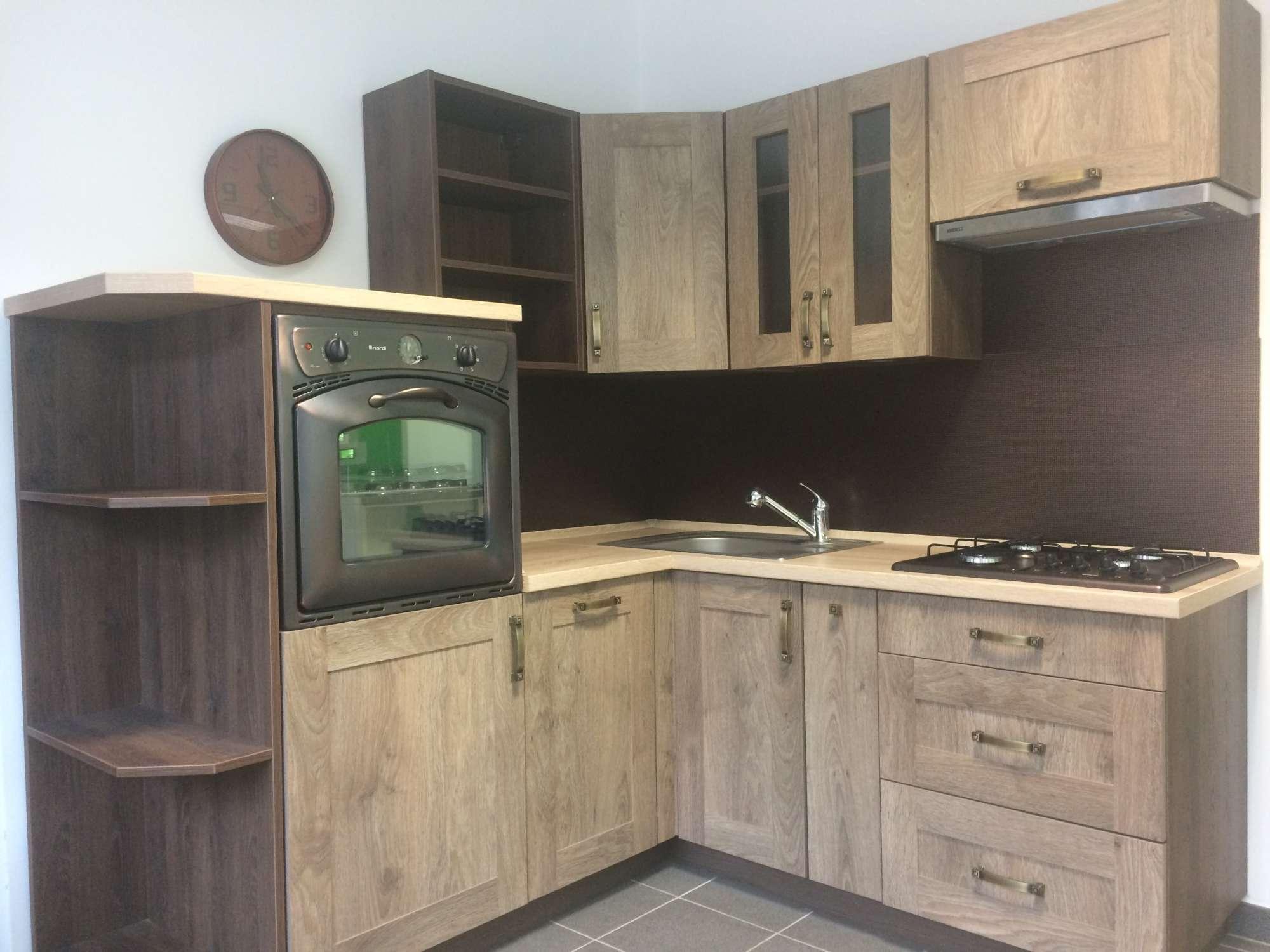 Rohová rustikální kuchyně 200 x 260 cm - výprodej.